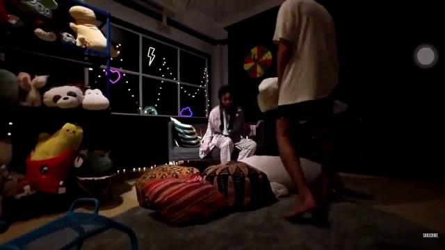 渣翻: Mond:来录制节目,让客人睡地板 Mook:是的