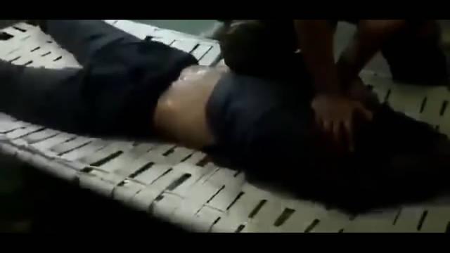 马来西亚吉隆坡发生电梯劫财殴打女子案件,劫匪被抓后警方这样处理