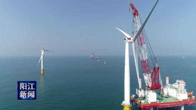 三峡沙扒海上风电场第二台风机吊装成功