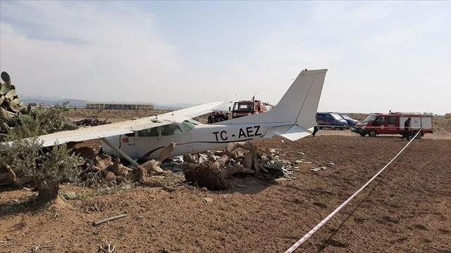 刚刚,一架民航训练机在土耳其安塔利亚坠毁,飞行员弹射逃生