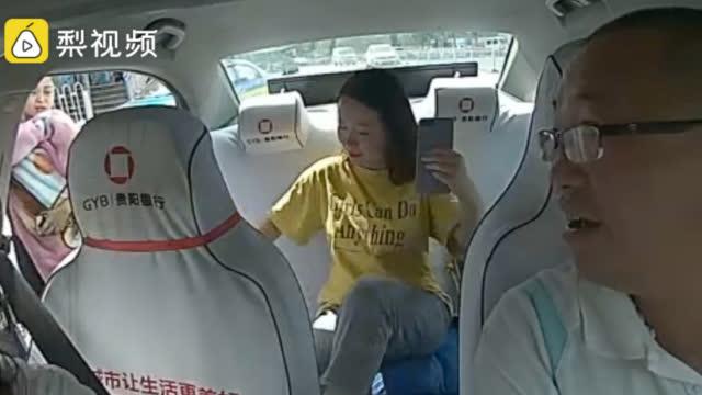 10月10日,贵州贵阳。1岁男童突发疾病,妈妈手足无措街边拦车