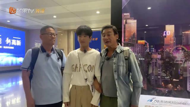 一路路透社:梁家辉认李汶翰做儿子,感谢粉丝接机探班