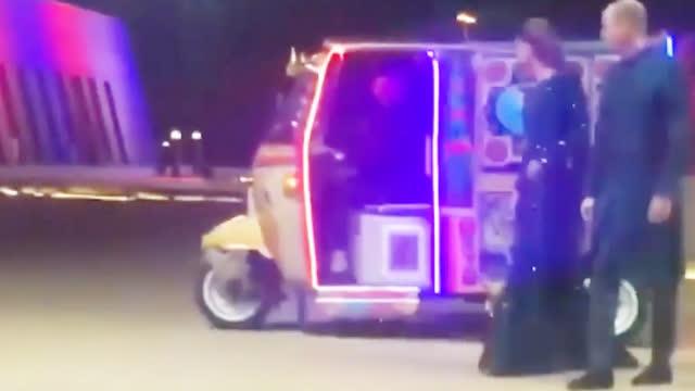入乡随俗!威廉凯特首访巴基斯坦穿民族服饰 兴奋坐三轮车去晚宴