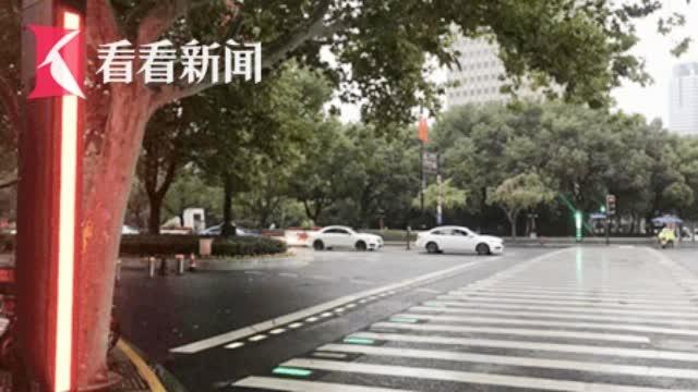 """拯救""""低头族""""!上海安装20条""""发光人行横道""""亮了"""