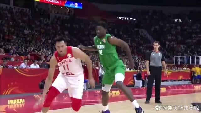 中国vs尼日利亚的精彩扣篮,易建联两记暴扣点燃全场!