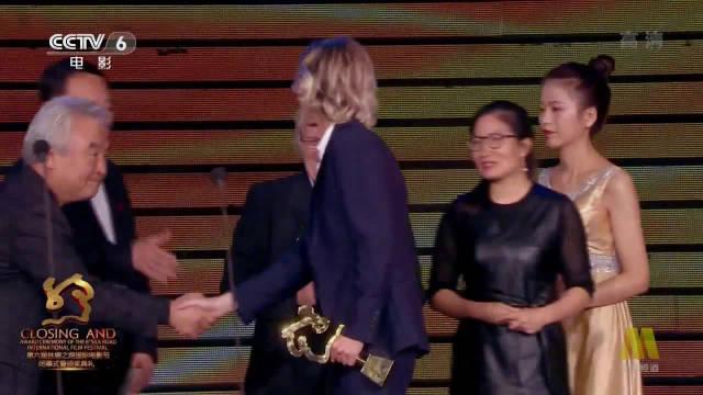 胡玫、涂门为2019年度金丝路传媒荣誉年度故事片颁奖,获奖者: