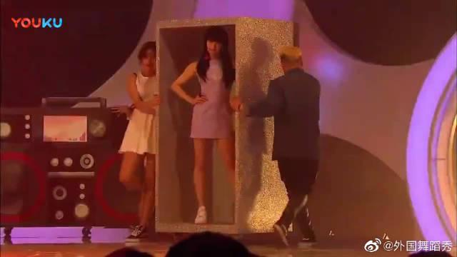 韩国女团FX舞蹈《初智齿》现场,真的又燃又美,依然是我爱的FX