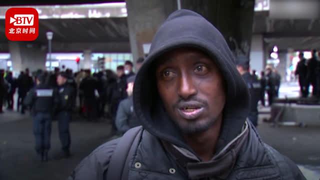 非法移民营地被巴黎警方清除 1600人被安置体育馆 民众:未来怎么办?