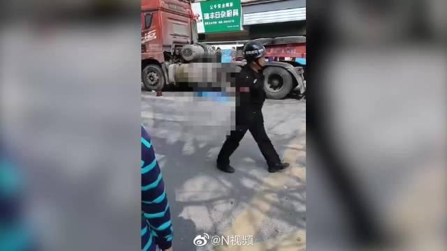 深圳女子骑电动车横穿村口斑马线被撞亡,事发路口未设信号灯