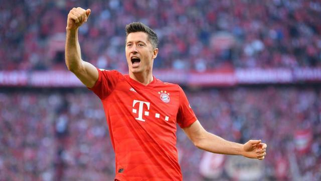 德甲锋霸打破梅罗制衡!竞争对手拜服:他和梅西C罗是一个级别