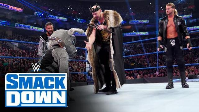 WWE罗曼遭遇奇耻大辱,科尔宾居然让大狗向自己下跪