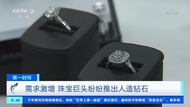ek娱乐注册·上海:首位机器人警察南京路上岗巡逻