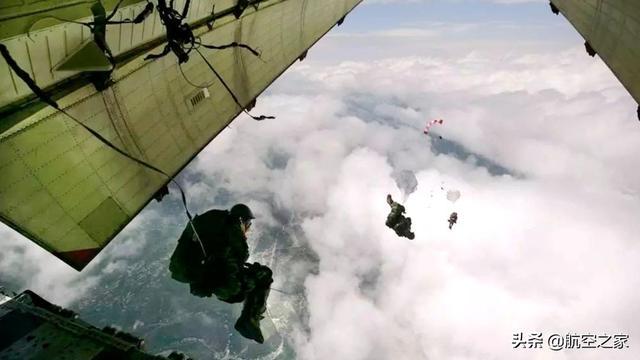 汶川地震发生后,救援队员为什么不坐直升机,而是选择空降跳伞?