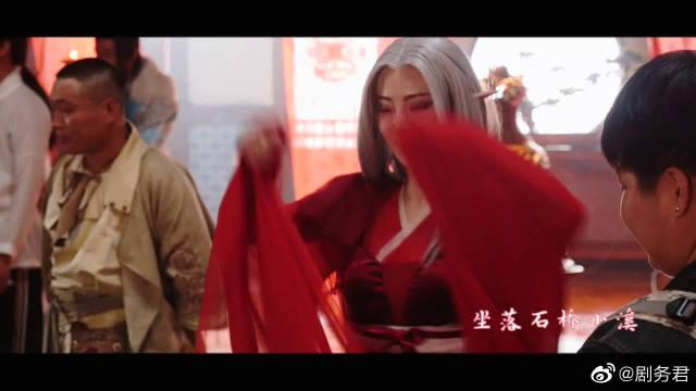 《灵剑山》独家花絮:老板娘婚礼现场秀舞姿,许凯榕容恩爱蹭照