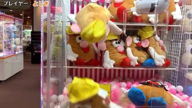 日本小哥拍摄总结了27种彻底激怒娃娃机店员的方法,每一个简直