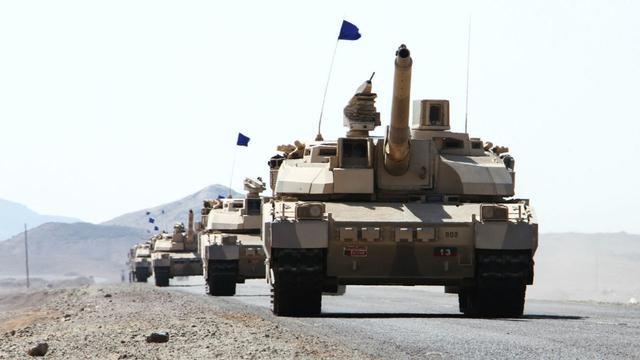 也门阅兵兴高采烈,无人机空中爆炸,胡塞武装或是向对手亮出肌肉