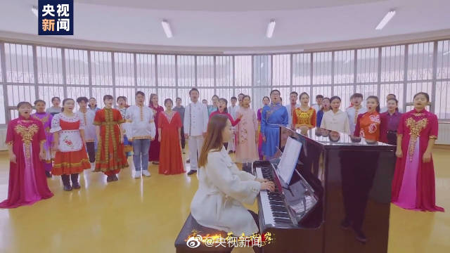 新疆大学师生共同唱响我的祖国