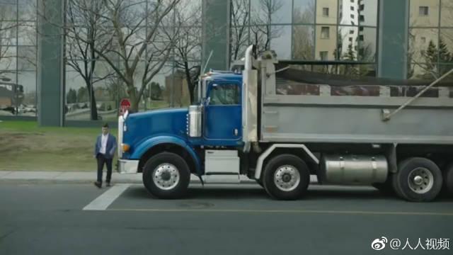 国外安全宣传片,生活中小心大卡车,不要闯入它的视觉死角。