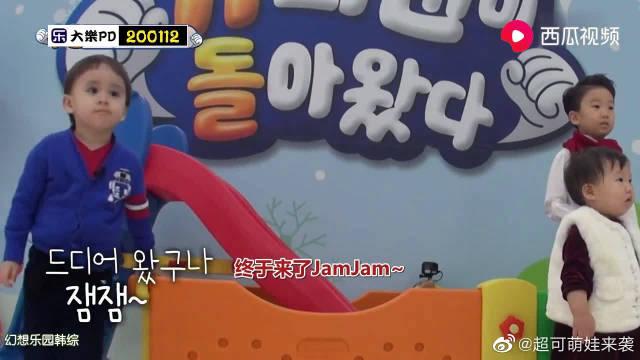 韩综:威廉见到JamJam就是一个拥抱 本特利急了:我也要抱抱