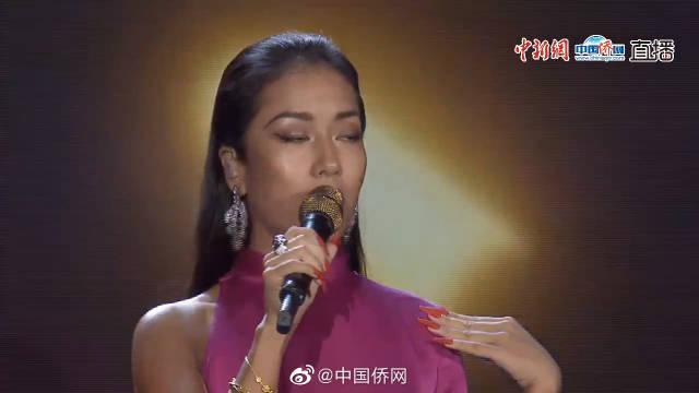"""2019""""水立方杯""""海外华侨华人大联欢 吉克隽逸演唱《彩色的黑》"""