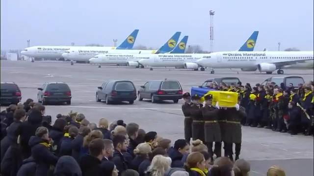 乌克兰空军伊尔-76运载11名乌克兰遇难者尸体降落在基辅鲍里斯波