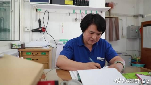 小学学历6年写6部小说,杭州高校宿管阿姨说梦想谁都可以有~
