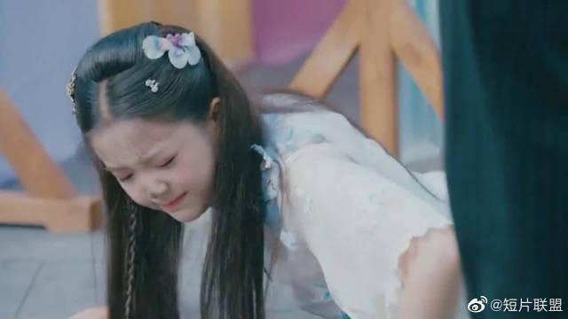 小女上房揭瓦:裴卓对这位精灵古怪的女孩儿印象深刻!