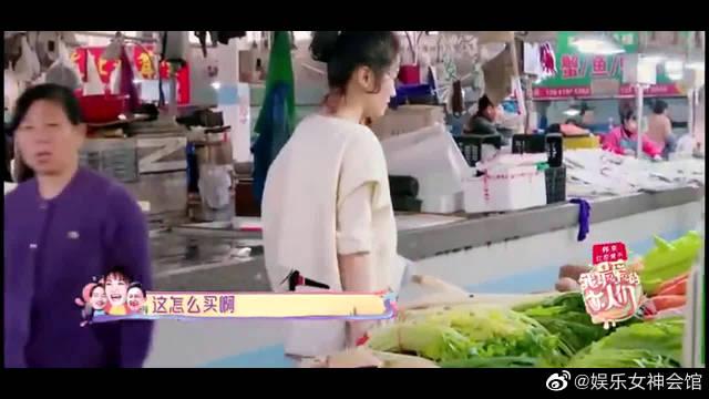 杨烁老婆王黎雯独自买菜~