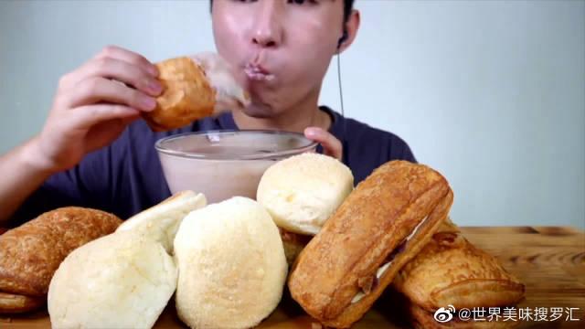 夹心面包,奶油泡芙是老少皆宜的美食,吃起来软甜可口