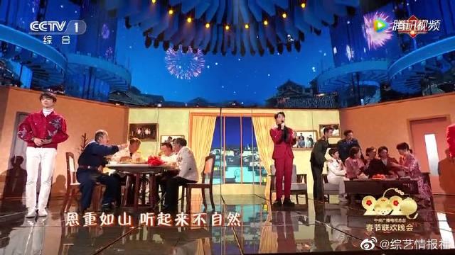 历年春晚回顾李荣浩、于毅、王俊凯同台演唱歌曲《爸爸妈妈》