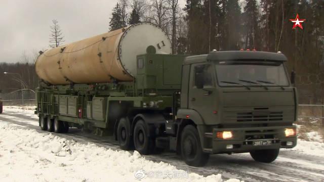 俄罗斯A-135战略反导系统的导弹进行装填训练