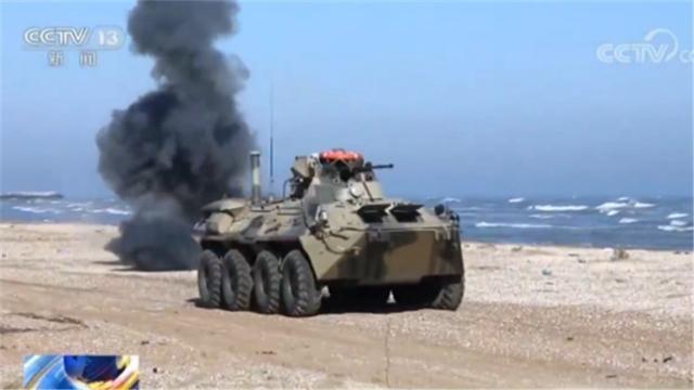 俄罗斯军演!里海分舰队用最新型装甲车BTR-82M进行登陆作战演习