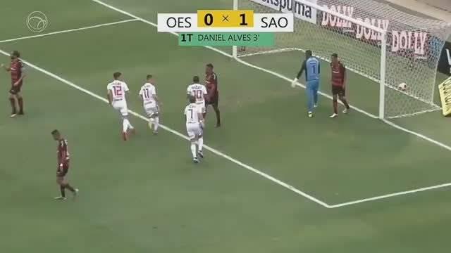 阿尔维斯在圣保罗梅开二度帮助球队4-0战胜弗拉门戈