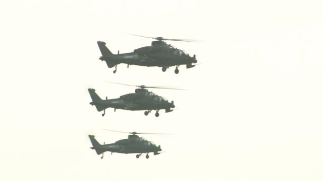 大批武直-10集群出击,最新型号配光电雷达,战力更强悍