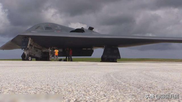 """美军3架B-2轰炸机从欧洲回国,美网友:是回来""""投毒""""吗?"""