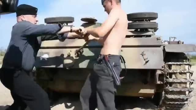 这坦克有点拖拉机啊......