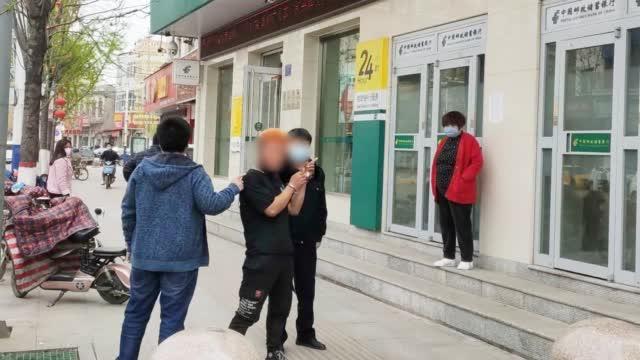 河北邯郸:男子捡到一张写有密码的信用卡,到银行取款9000元被抓