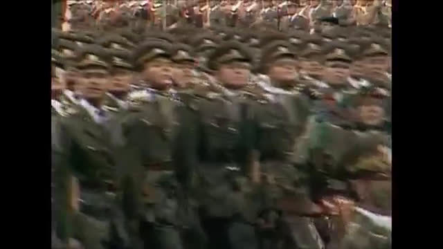 1985年,庆祝捷克斯洛伐克摆脱纳粹统治40周年而举行的阅兵式。