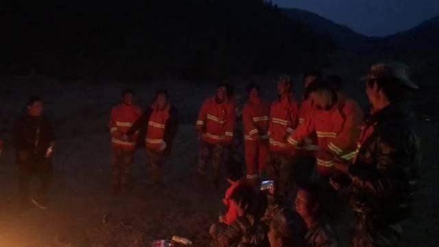 苦中作乐算是在火场最真实的写照了。木里藏族的民族风情。[心]