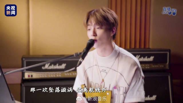 今晚的 @陈立农 献唱前不久发行的首张个人专辑《格格不入》中的