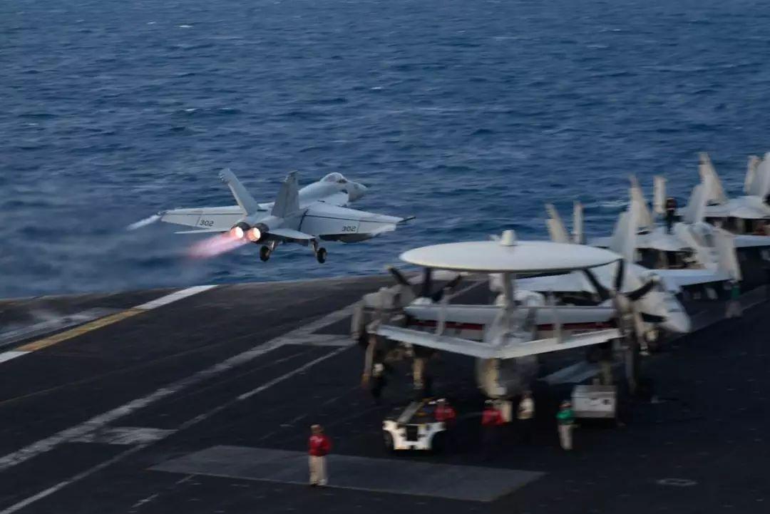 美媒称最强舰载电子战飞机南海遭中国干扰鹰隼大队演员