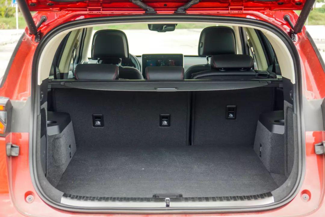 """30万级别,号称""""秒天秒地""""的国产SUV,空间表现如何?"""