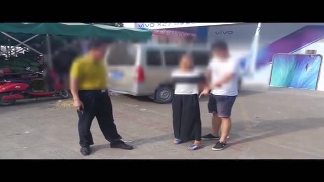 """女子""""代购毒品""""牟利?警方顺藤摸瓜,查出5名犯罪嫌疑人"""