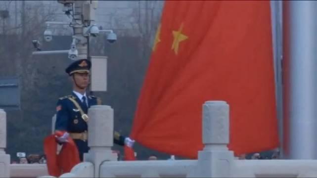 五星红旗迎风飘扬胜利歌声多么响亮,歌唱我们亲爱的祖国
