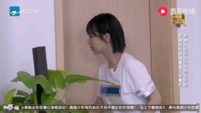 王俊凯跟张一山使坏吓到杨紫,王大陆与恐龙比嘴大
