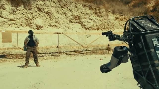 """未来人工智能的产物—""""机器人战警"""""""
