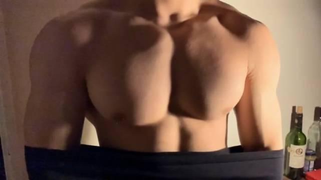 男人胸肌大是一种什么样的体验