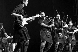 中国苏格兰风笛乐队_综合 > 正文        昨晚,红辣椒风笛乐队的演出现场除了一些《苏格兰