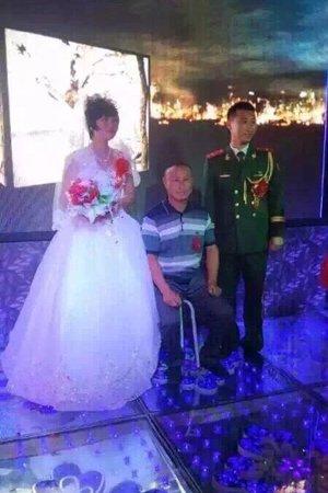 尹艳荣生前的照片结婚现场。图片来自网络