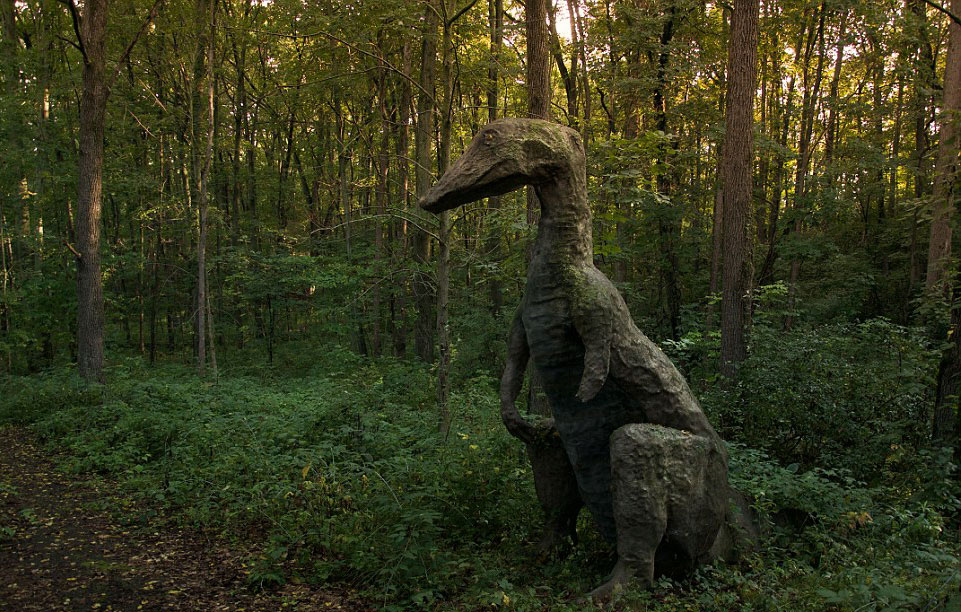 走进现实版侏罗纪公园:人造恐龙潜伏幽暗森林(高清)